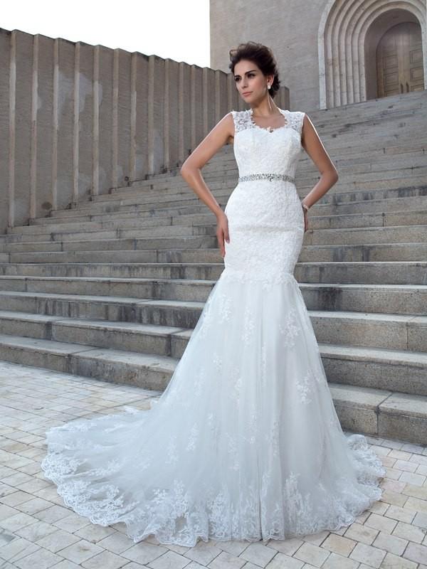 Trumpet/Mermaid V-neck Applique Lace Wedding Dress