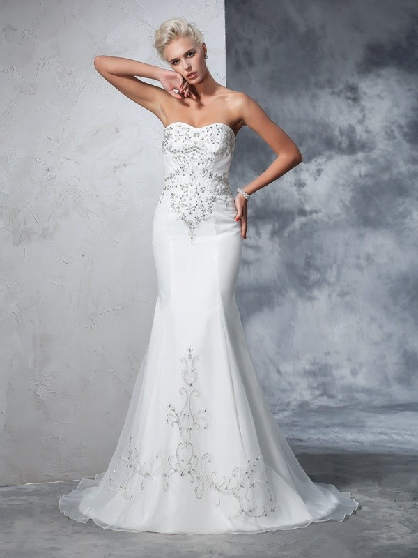 Trumpet/Mermaid Sweetheart Beading Satin Wedding Dress