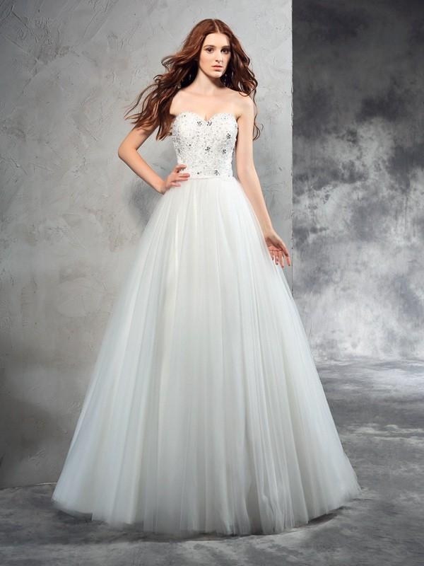 A-Line/Princess Sweetheart Beading Long Net Wedding Dress