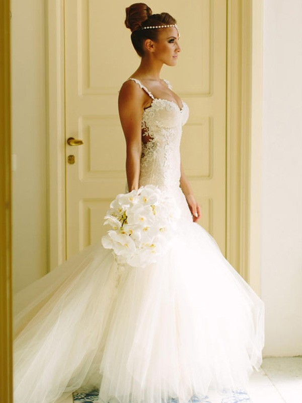 Trumpet/Mermaid Sleeveless Court Train Applique Lace Tulle Wedding Dress