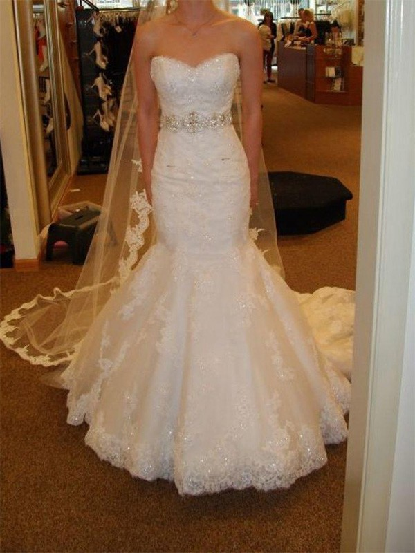 Trumpet/Mermaid Sleeveless Court Train Lace Tulle Wedding Dress