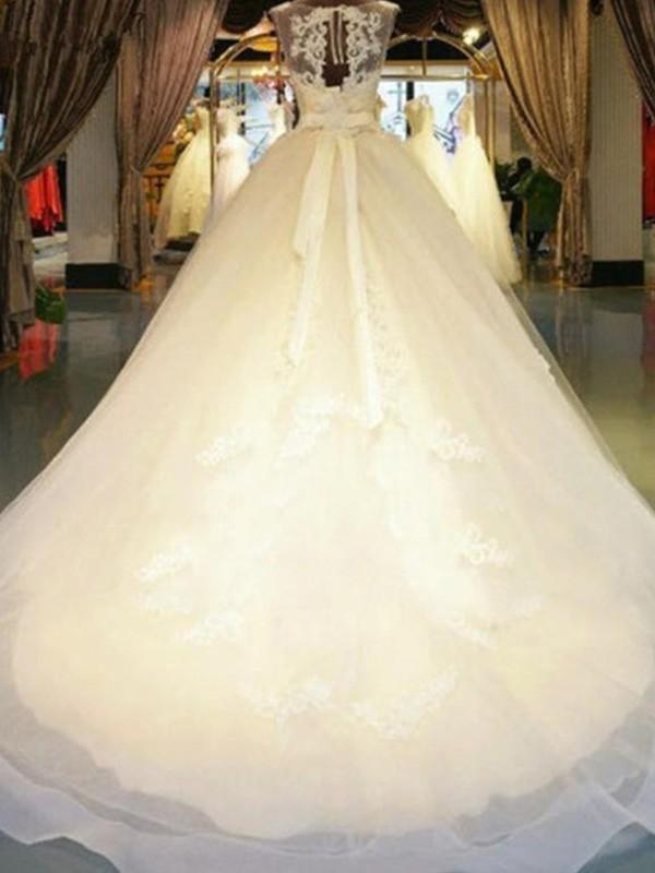 Ball Gown Beading Sleeveless Applique Lace Wedding Dress
