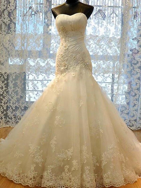 Trumpet/Mermaid Sweetheart Tulle Sleeveless Court Train Wedding Dress
