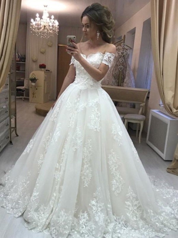 A-Line/Princess Off-the-Shoulder Sweep/Brush Train Sleeveless Applique Wedding Dresses with Tulle