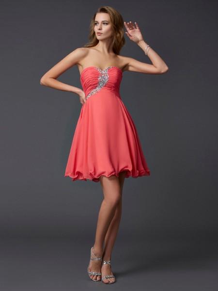 A-Line/Princess Sweetheart Beading Short Chiffon Homecoming Dress