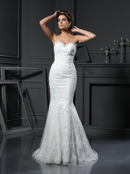 Sheath/Column Sweetheart Beading Long Net Wedding Dress