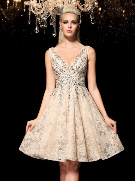 A-Line/Princess V-neck Beading Short Lace Cocktail Dress