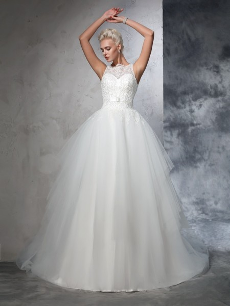 Ball Gown Bateau Applique Long Net Wedding Dress