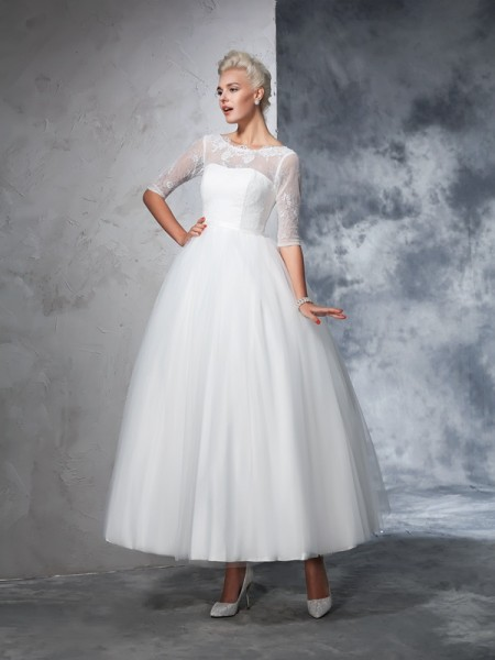 Ball Gown Bateau Lace 1/2 Sleeves Long Net Wedding Dress