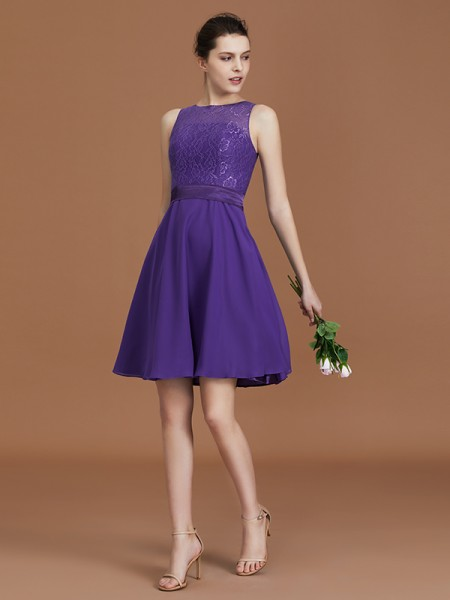 A-Line/Princess Knee-Length Bateau Chiffon Bridesmaid Dresses