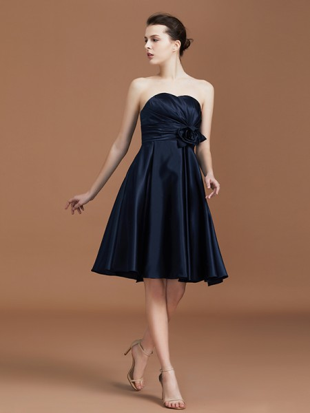 A-Line/Princess Sweetheart Knee-Length Satin Hand-Made Flower Bridesmaid Dresses