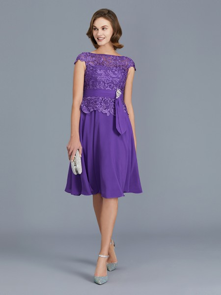 A-Line/Princess Bateau Chiffon Knee-Length Mother of the Bride Dresses