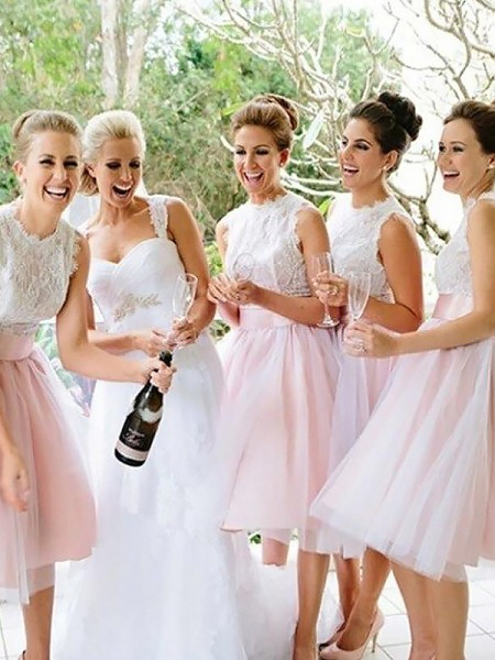 A-Line/Princess Tulle Scoop Knee-Length Bridesmaid Dresses