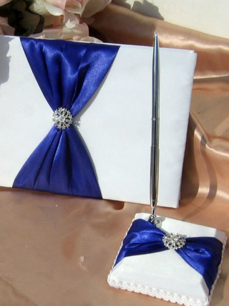 Stunning Cloth With Rhinestone/Bowknot Guestbook & Pen Set