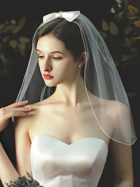 Pretty Tulle With Bowknot One-Tier Shoulder Wedding Veils