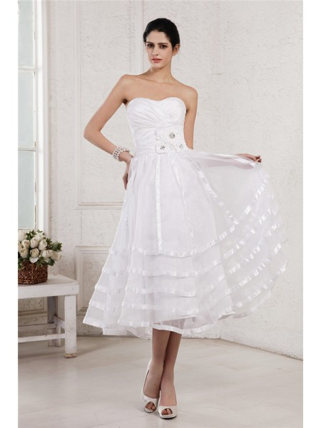 A-Line/Princess Strapless Pleats Organza Taffeta Wedding Dress