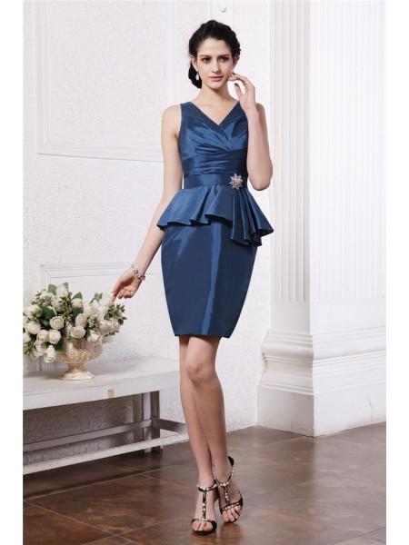 Sheath/Column V-neck Pleats Taffeta Cocktail Dress
