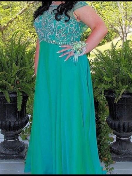 A-Line/Princess Scoop Beading Floor-Length Chiffon Plus Size Dress