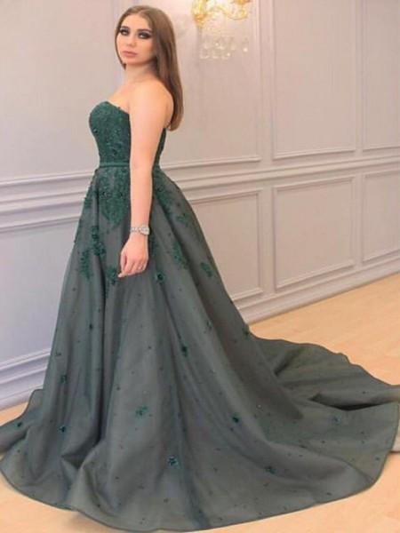 A-Line/Princess Sweetheart Applique Court Train Tulle Plus Size Dress