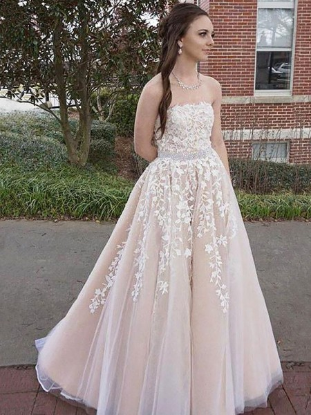 A-Line/Princess Strapless Floor-Length Applique Tulle Dress