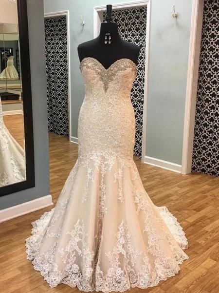 Trumpet/Mermaid Sleeveless Tulle Sweetheart Court Train Wedding Dress
