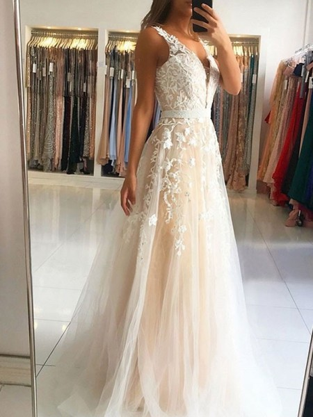 A-Line/Princess V-neck Sweep/Brush Train Sleeveless Applique Dresses with Tulle