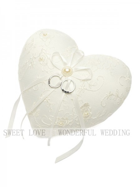 Charming Ring Pillow In Lace With Imitation Pearl