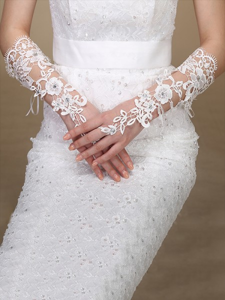 Attractive Lace Wedding Gloves