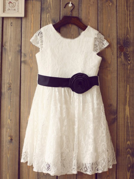 A-line/Princess Scoop Short Sleeves Hand-Made Flower Long Lace Dresses